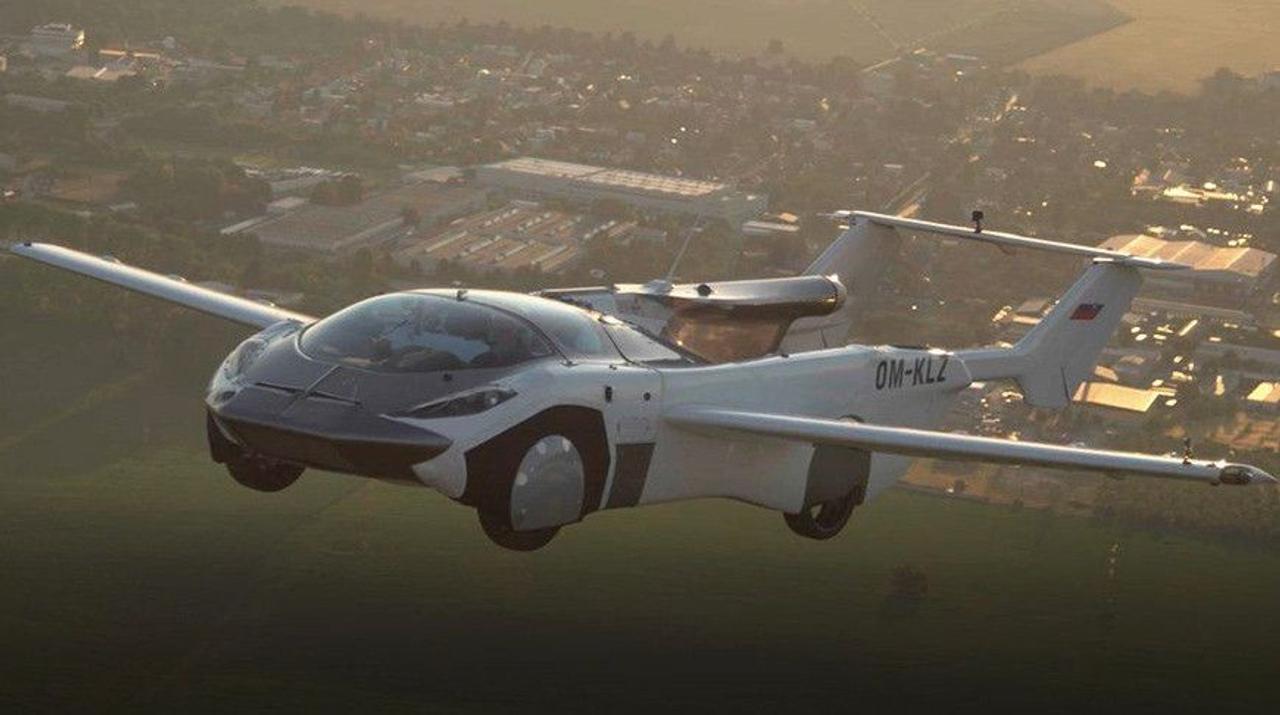 Летающий автомобиль-самолет совершил свой первый перелет между городами