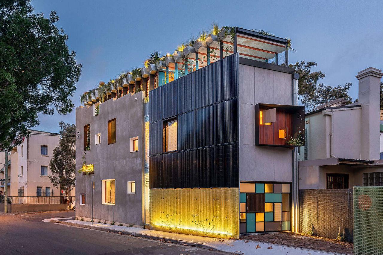 Стальной дом с плавающими клумбами Jungle House - экологическая новинка архитектурной мастерской CplusC