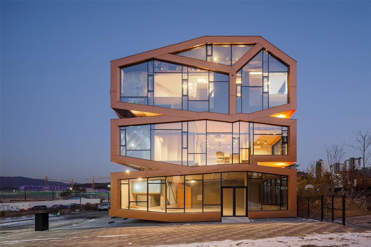 Многоцелевое здание в марсианском стиле, бросает вызов традиционной архитектуре