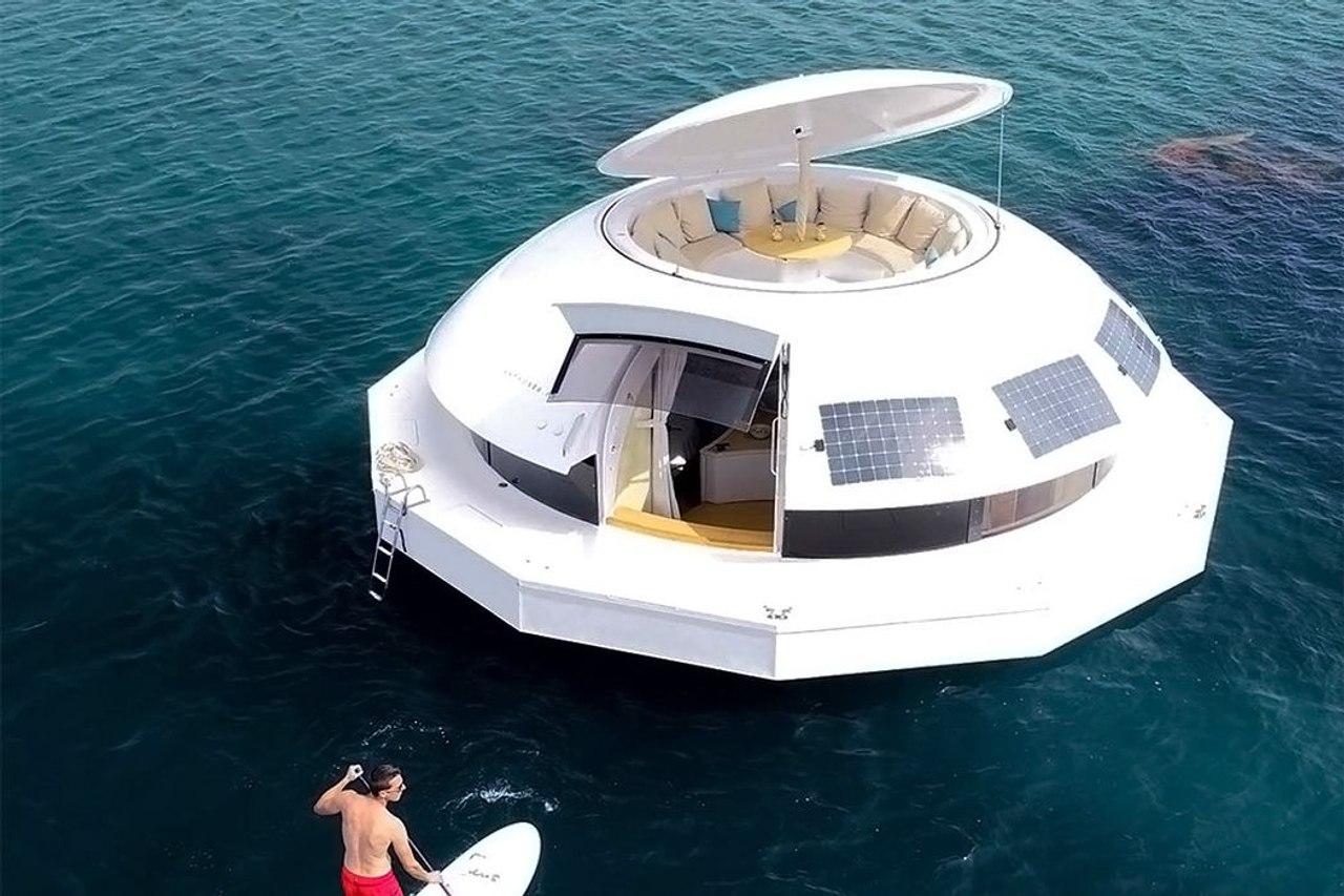 Автономная капсула Anthénea - первый в мире плавучий люкс - отель