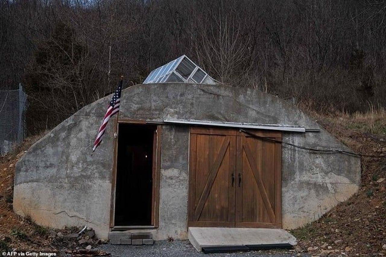 Миллионы американцев, в целях безопасности, готовы переселиться в бункеры!