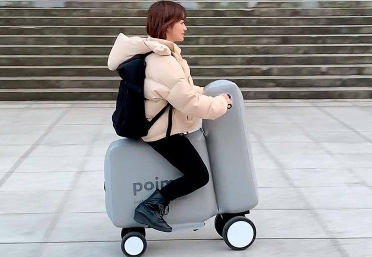 Надувной электроскутер Poimo можно носить в рюкзаке