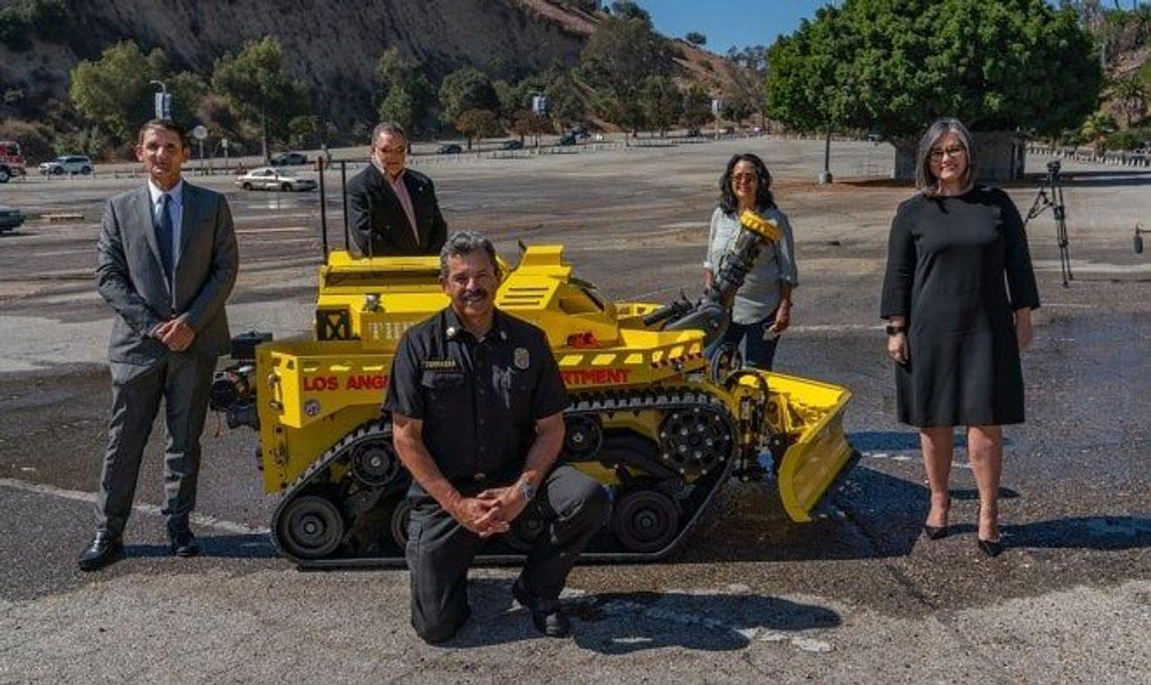 Для борьбы с огнем в США создали робота-пожарного Thermite