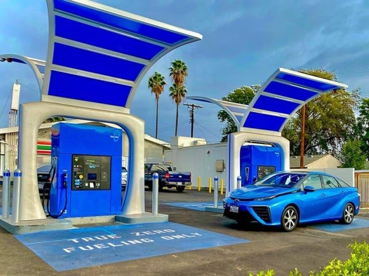 В Калифорнии открыли самую мощную в мире водородную заправочную станцию для автомобилей