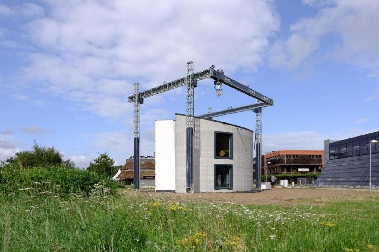 С помощью самого большого 3D-принтера компания Kamp C создала первый в мире двухэтажный дом