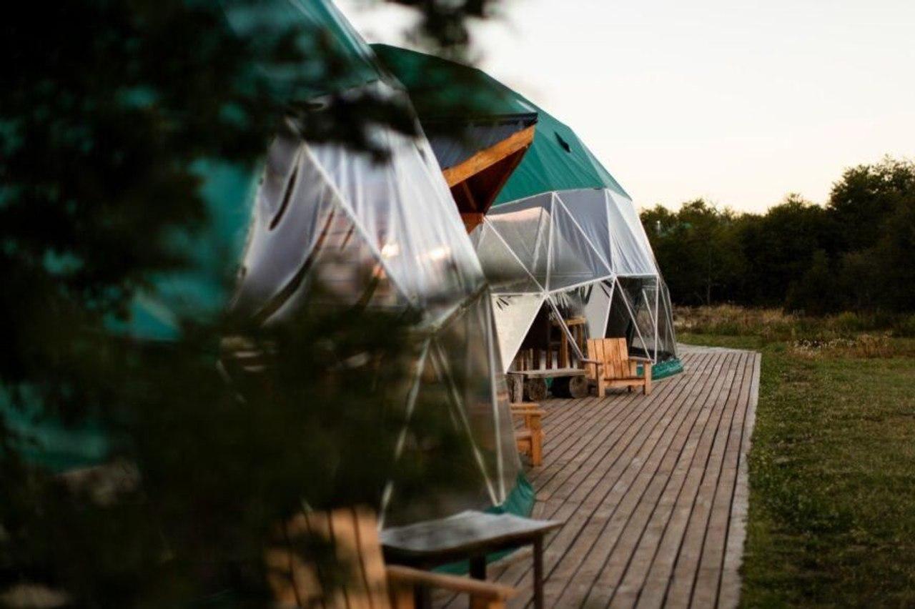 Эко - отель с геодезическим куполом и низким уровнем воздействия на природу погружает гостей в природу Патагонии