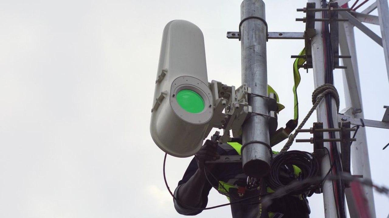 Высокоскоростной интернет будут передавать с помощью световых лучей