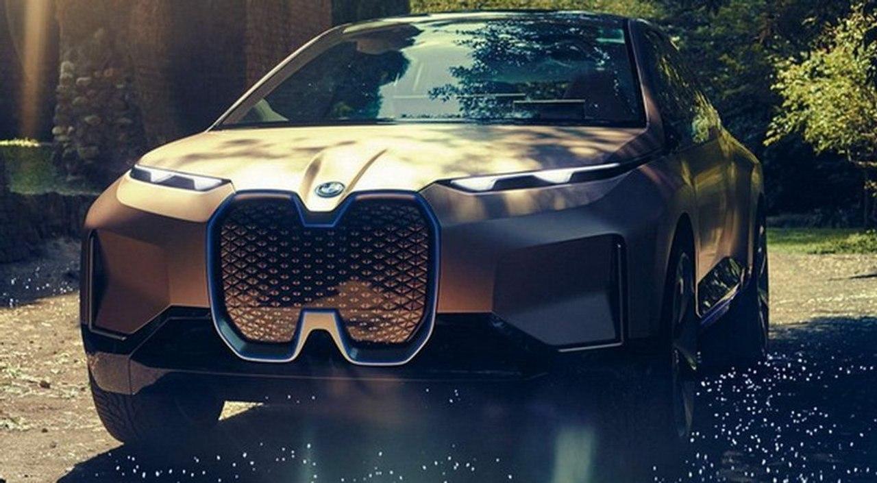 BMW представила новый электрический внедорожник iX