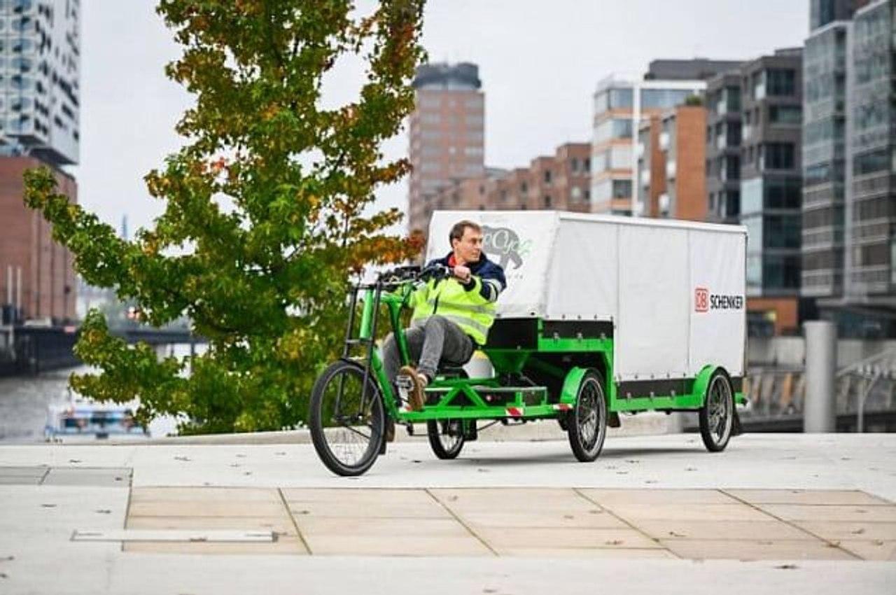 В Германии логистический оператор запустил перевозки грузов на гигантских электровелосипедах