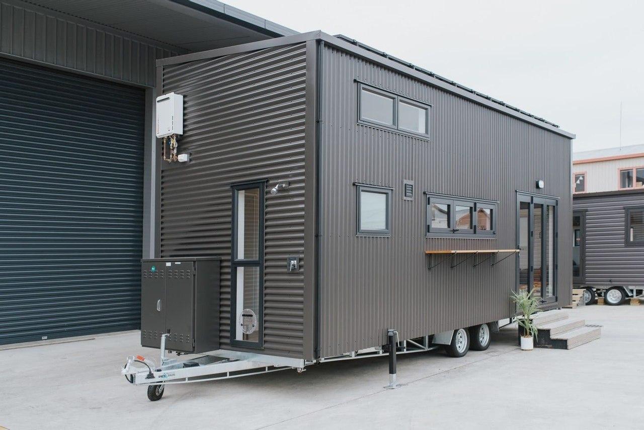 Новое жилище Build Tiny представляет уютный дом и офис на колесах