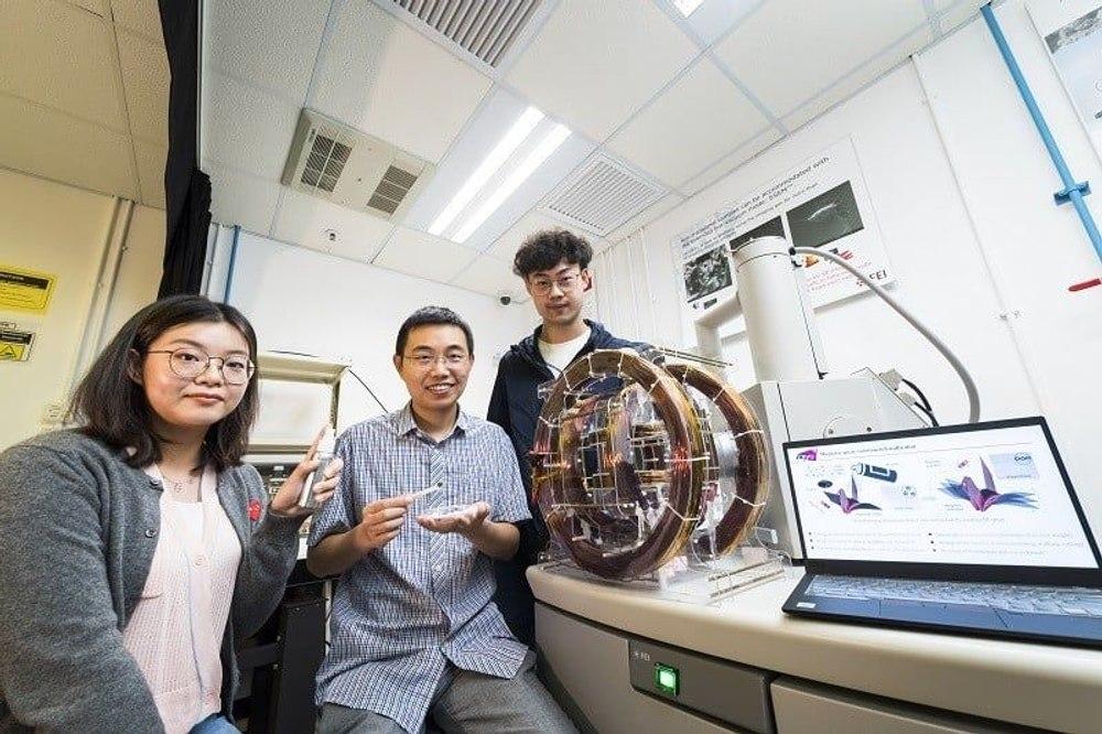 Магнитный М - спрей превращает обычные предметы в роботов