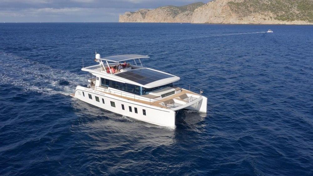 Компания Silent Yachts, в связи с увеличением спроса, наращивает производство электрических катамаранов