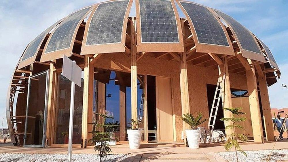 Автономное, энергонезависимое эко-здание построено из конопли и оборудовано системой солнечных панелей