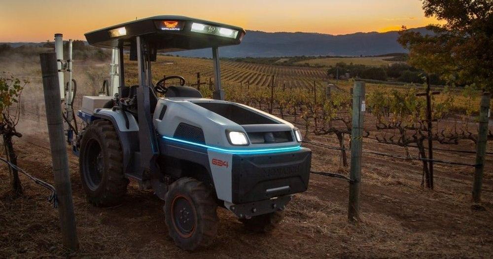 Представлен «самый умный» электрический автономный трактор Monarch