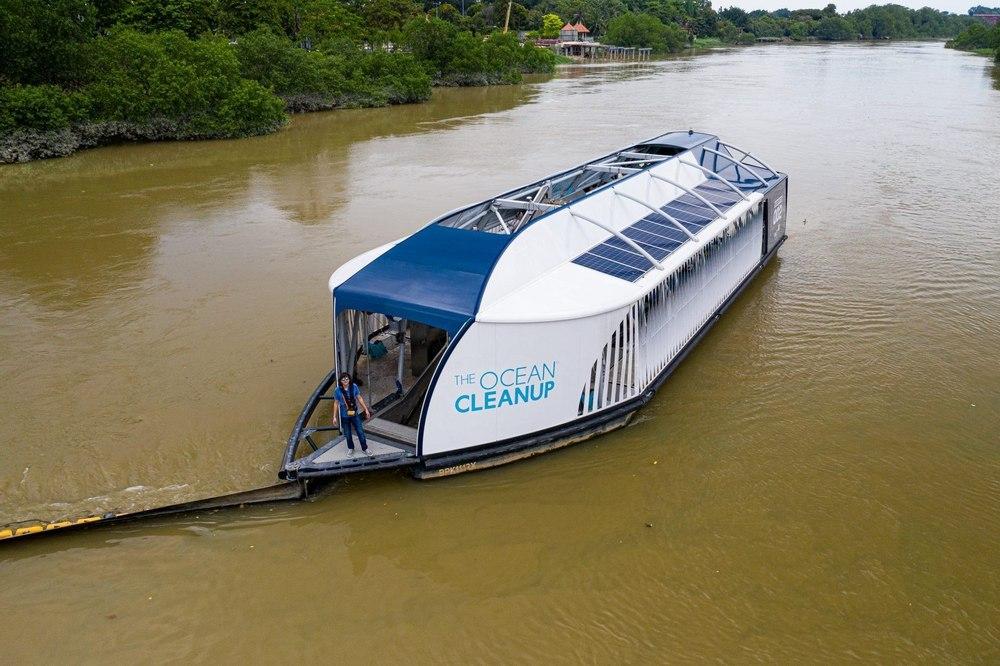 Ocean Cleanup готовит большой флот судов перехватчиков мусора для очистки самых грязных рек мира
