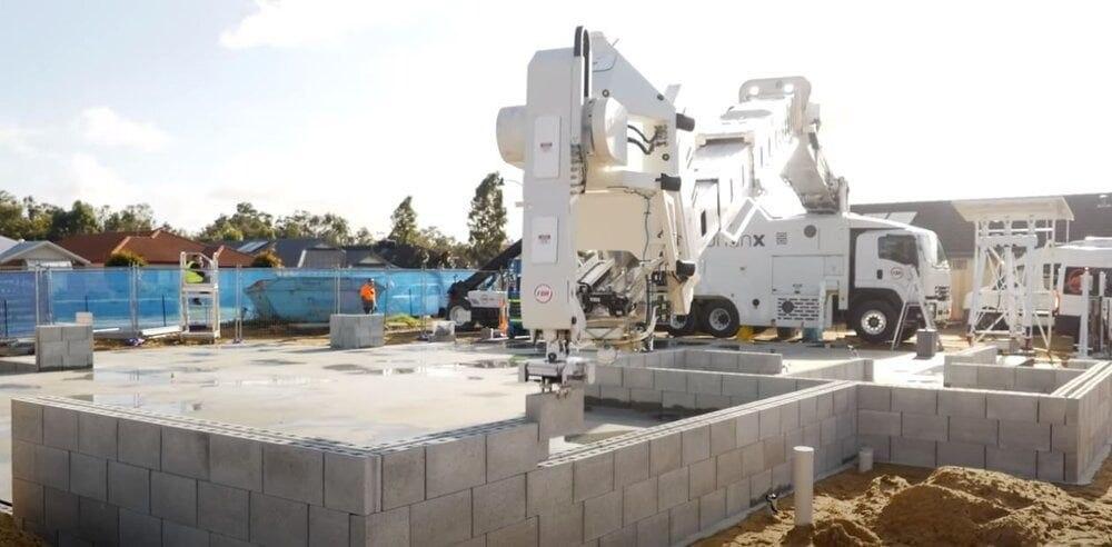 Робот для кладки кирпича Hadrian X увеличил производительность до 200 блоков в час