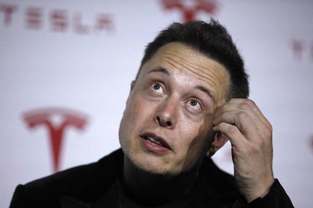 Илон Маск сообщил, что хотел продать Tesla компании Apple за 1/10 ее нынешней стоимости, но Тим Кук проигнорировал встречу