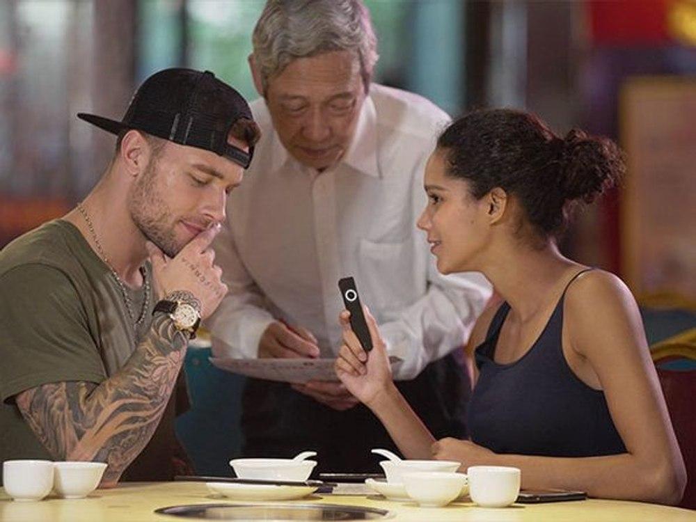Карманный переводчик позволяет говорить на 12 - ти языках
