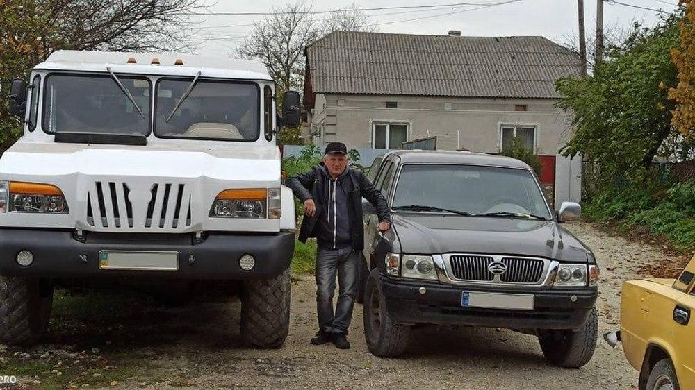 """Украинский """"кулибин"""" сделал из старого ГАЗ-66 крутой внедорожник"""