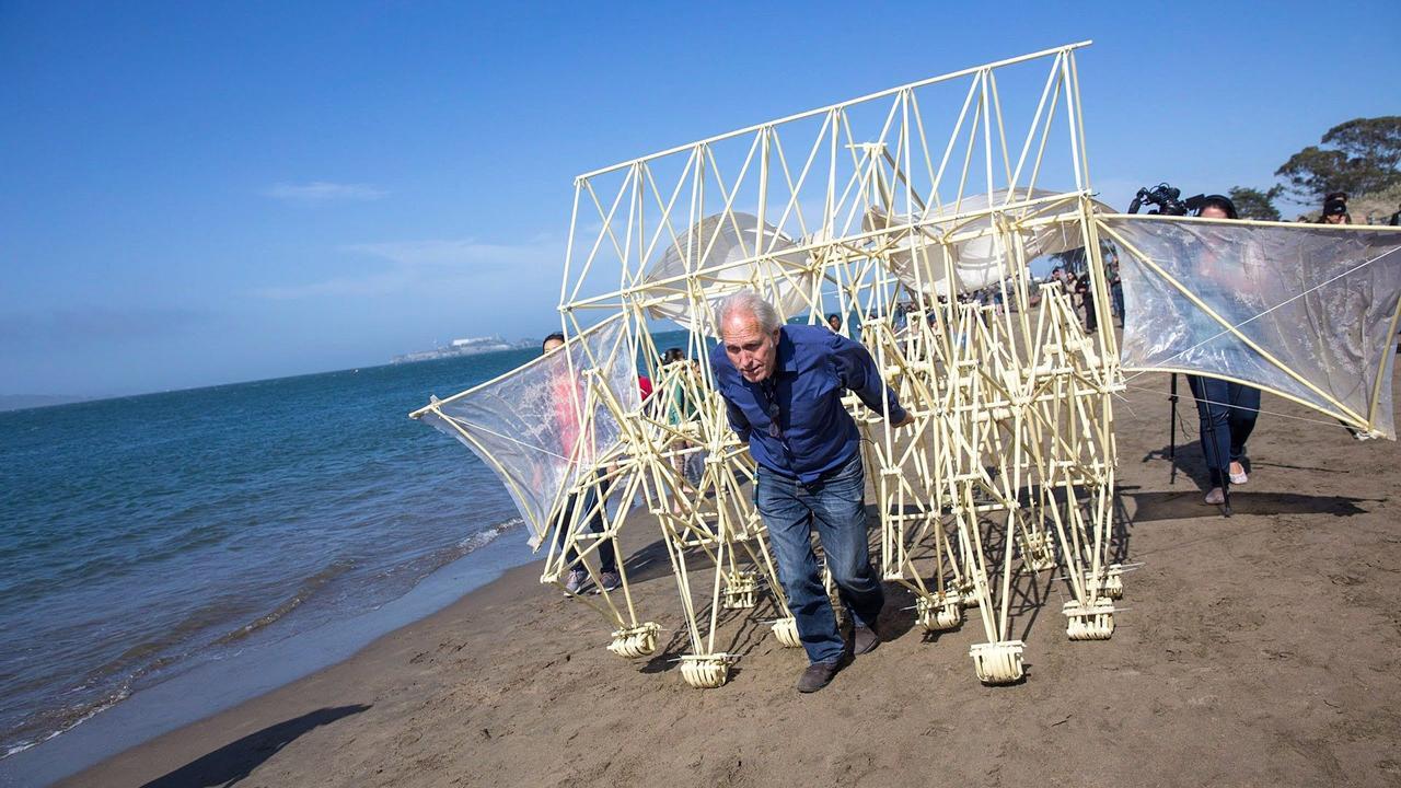 Инженерное чудо - ветроэнергетические скульптуры «пляжные животные» Тео Янсена