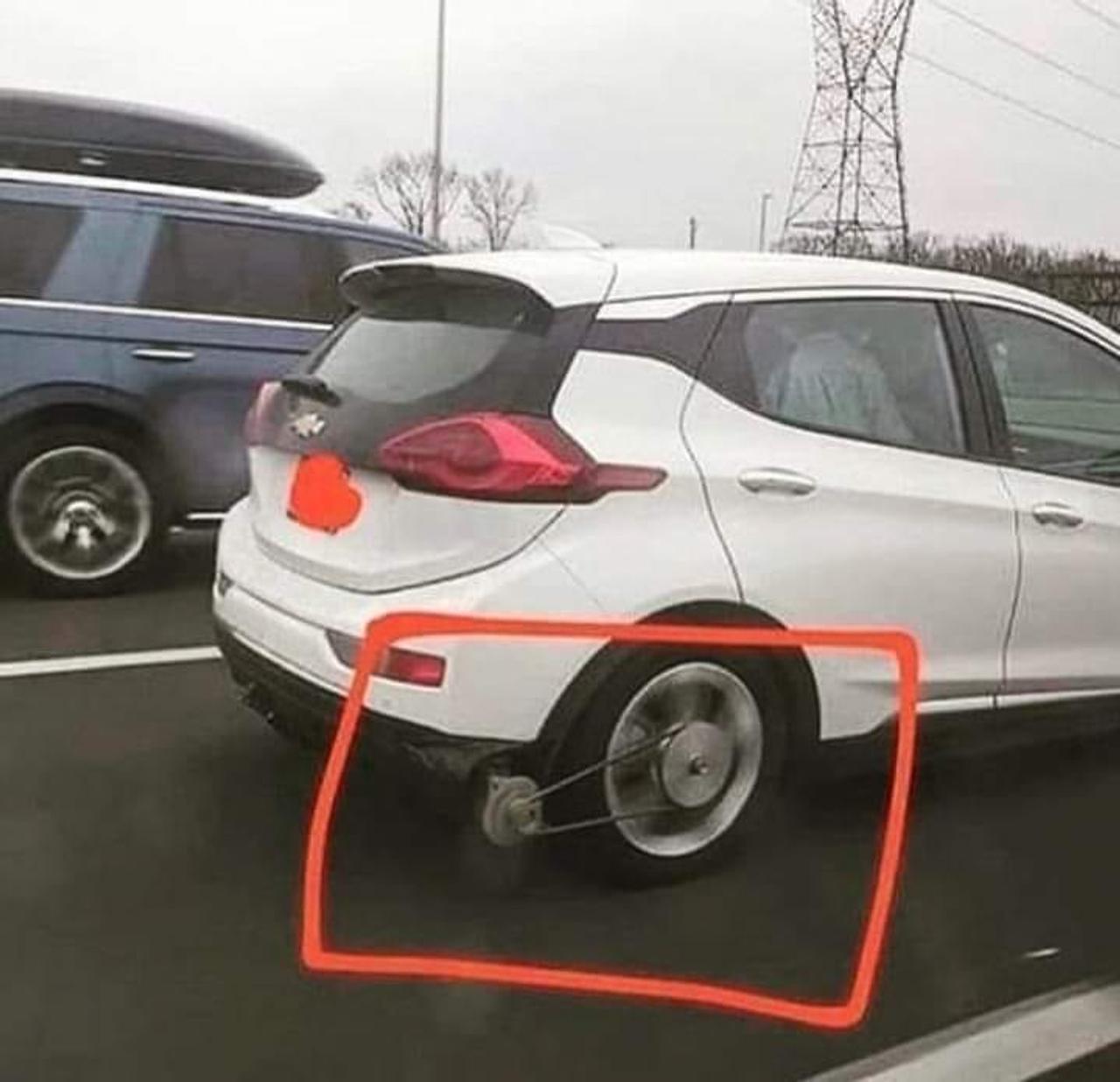 Владелец электромобиля Chevy Bolt сделал генератор, который заряжает электромобиль от вращения колес
