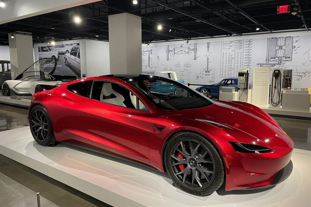 Tesla разгонит обновленный Roadster до 100 км / ч за 1,1 секунды, с помощью технологий SpaceX