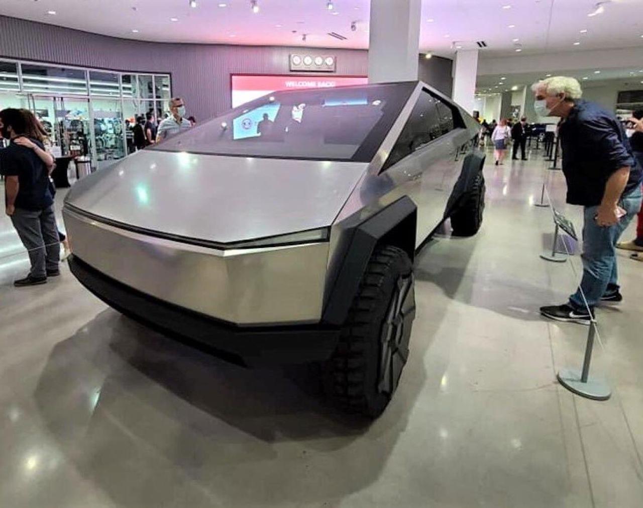 Пикап Tesla Cybertruck лишится дверных ручек, как он будет открываться?