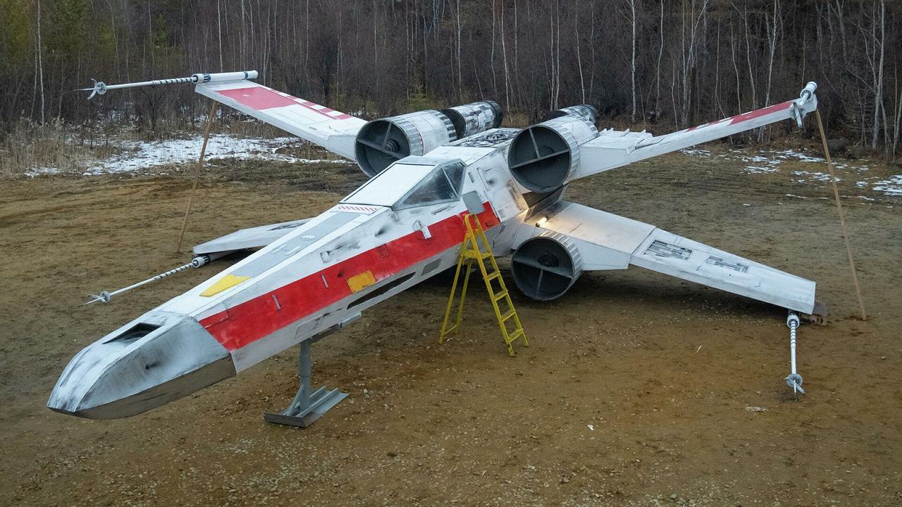 Команда энтузиастов построила истребитель X-wing из Звездных войн в натуральную величину