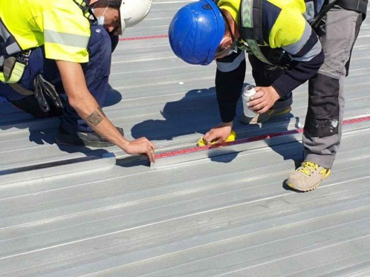 Компания Alusín Solar разработала технологию крепления солнечных панелей к поверхностям с помощью клея