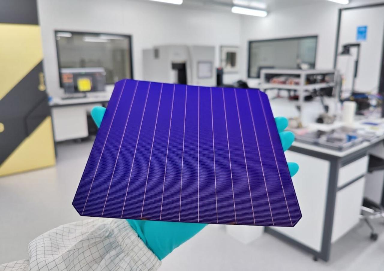 Молодой ученый, в своем гараже, создал самую эффективную и дешевую солнечную панель