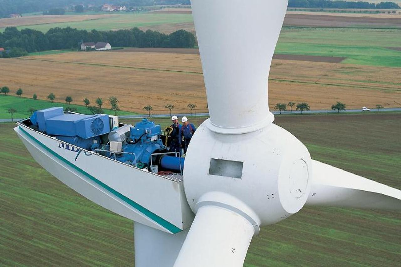 Как устанавливают 76 - метровую ветряную турбину (видео): перевозка, сборка, установка