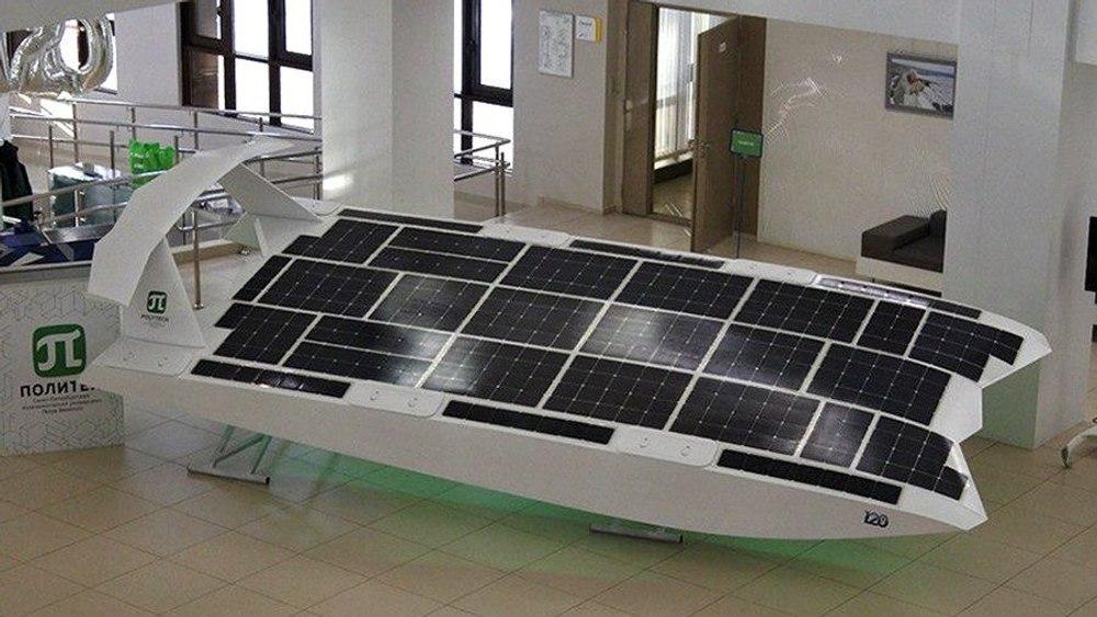 Беспилотный летательный экраноплан питается от солнечной энергии