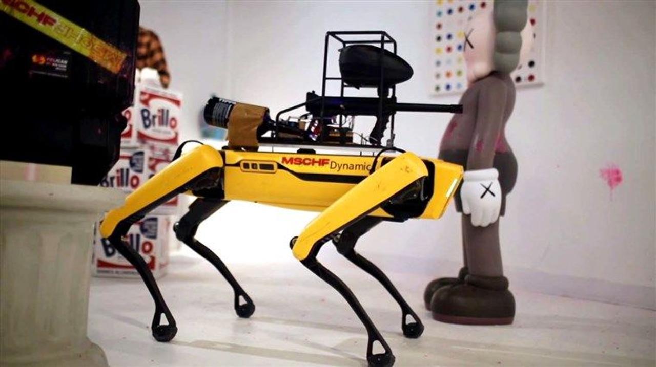 Люди охранники больше не нужны, охранять территорию будут роботы - собаки Spot и дроны Asylon