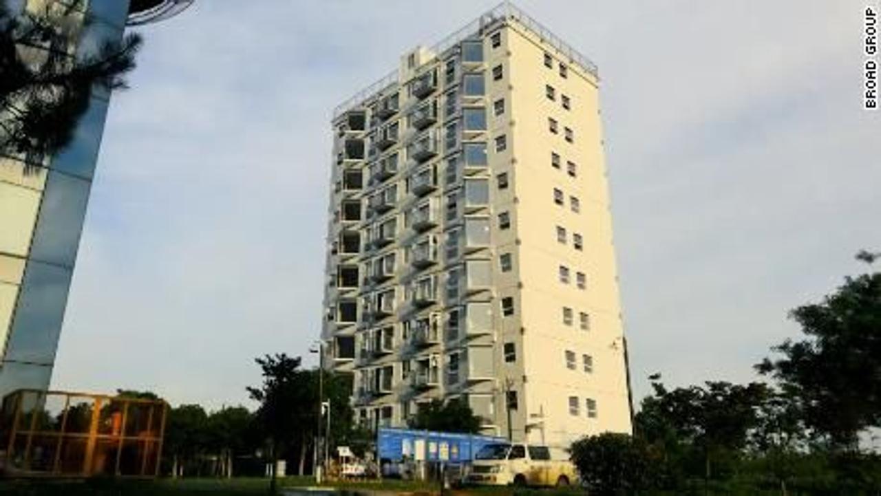 Как построить 10-этажное жилое здание за один день. Смотрим видео