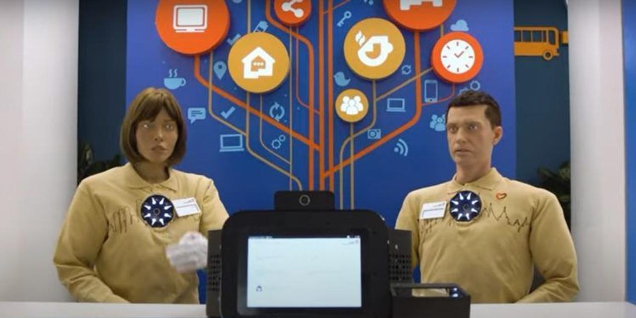 В России создали робота-компаньона с подвижными руками, он умеет показывать жесты. Как он выглядит?