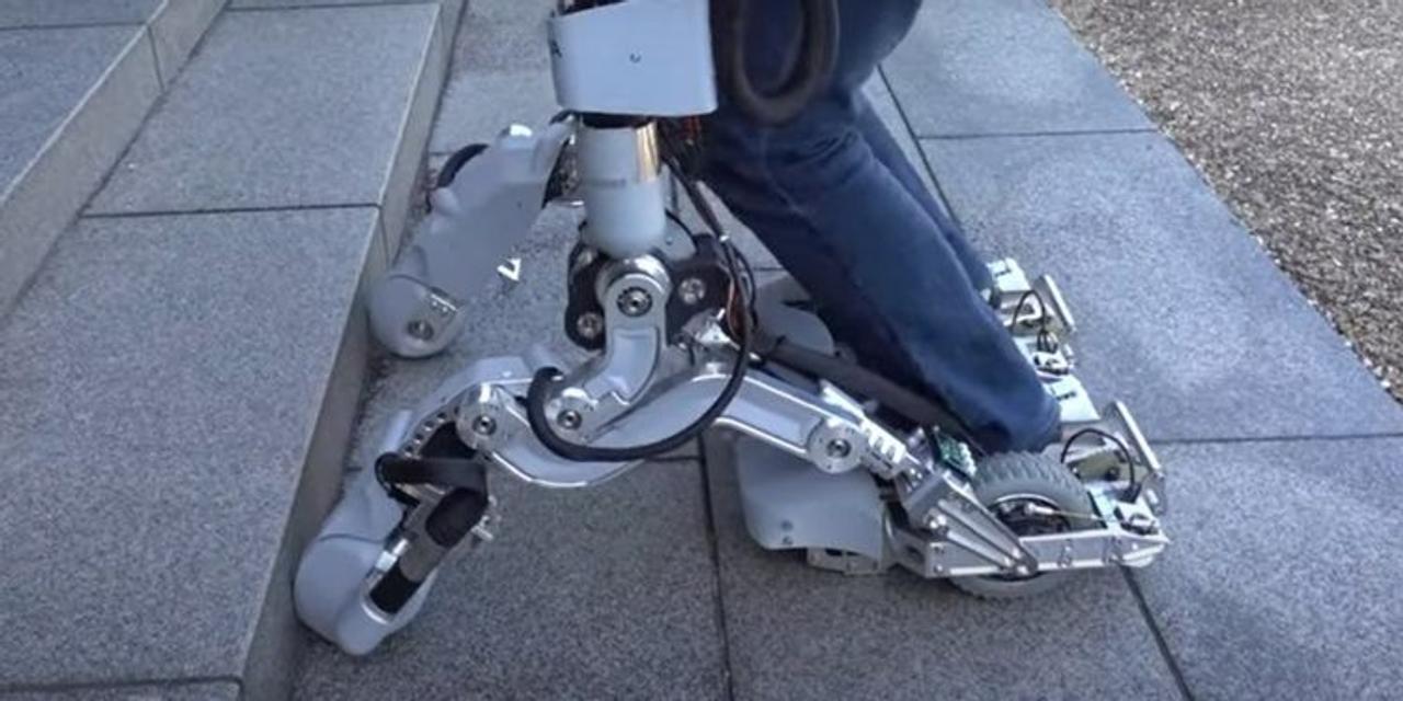 Новый экзоскелет для ног позволит человеку подниматься по ступеням лестницы перенося тяжелые грузы