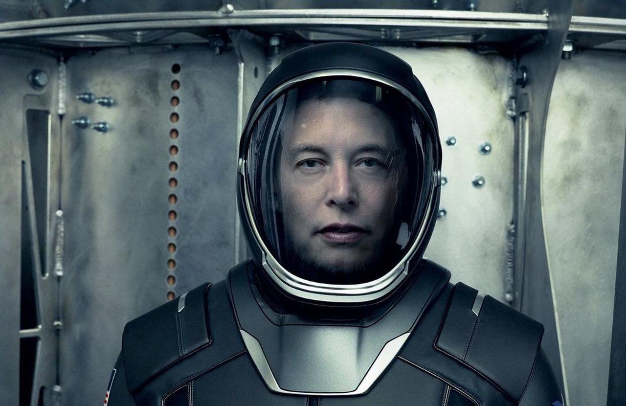 «Чтобы стать космической цивилизацией, нам нужно вернуться на Луну и построить там базу, а затем построить город на Марсе», - сказал Маск