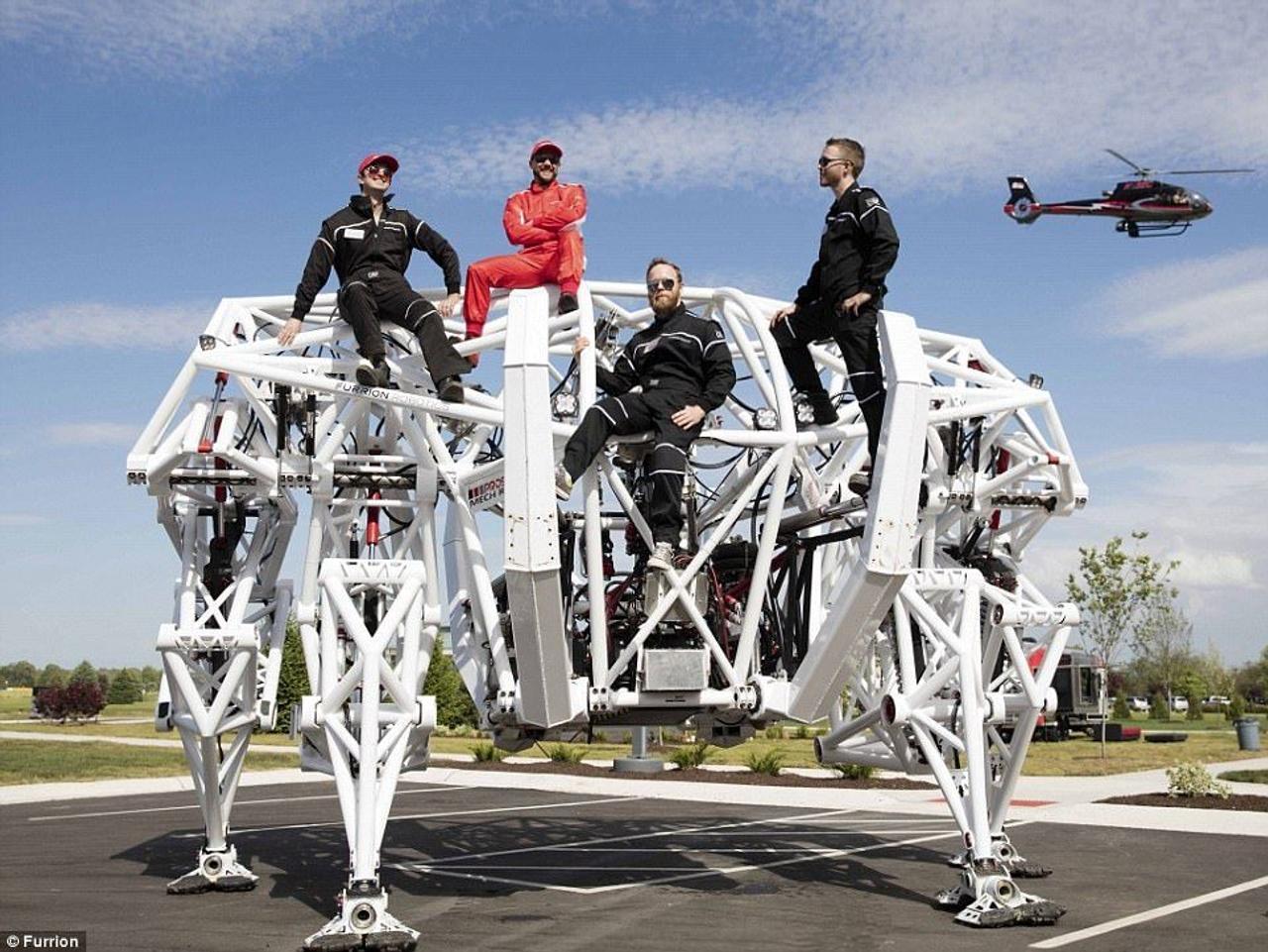 Костюм - экзоскелет Prosthesis, управляемый пилотом, готов к гонкам на выживание
