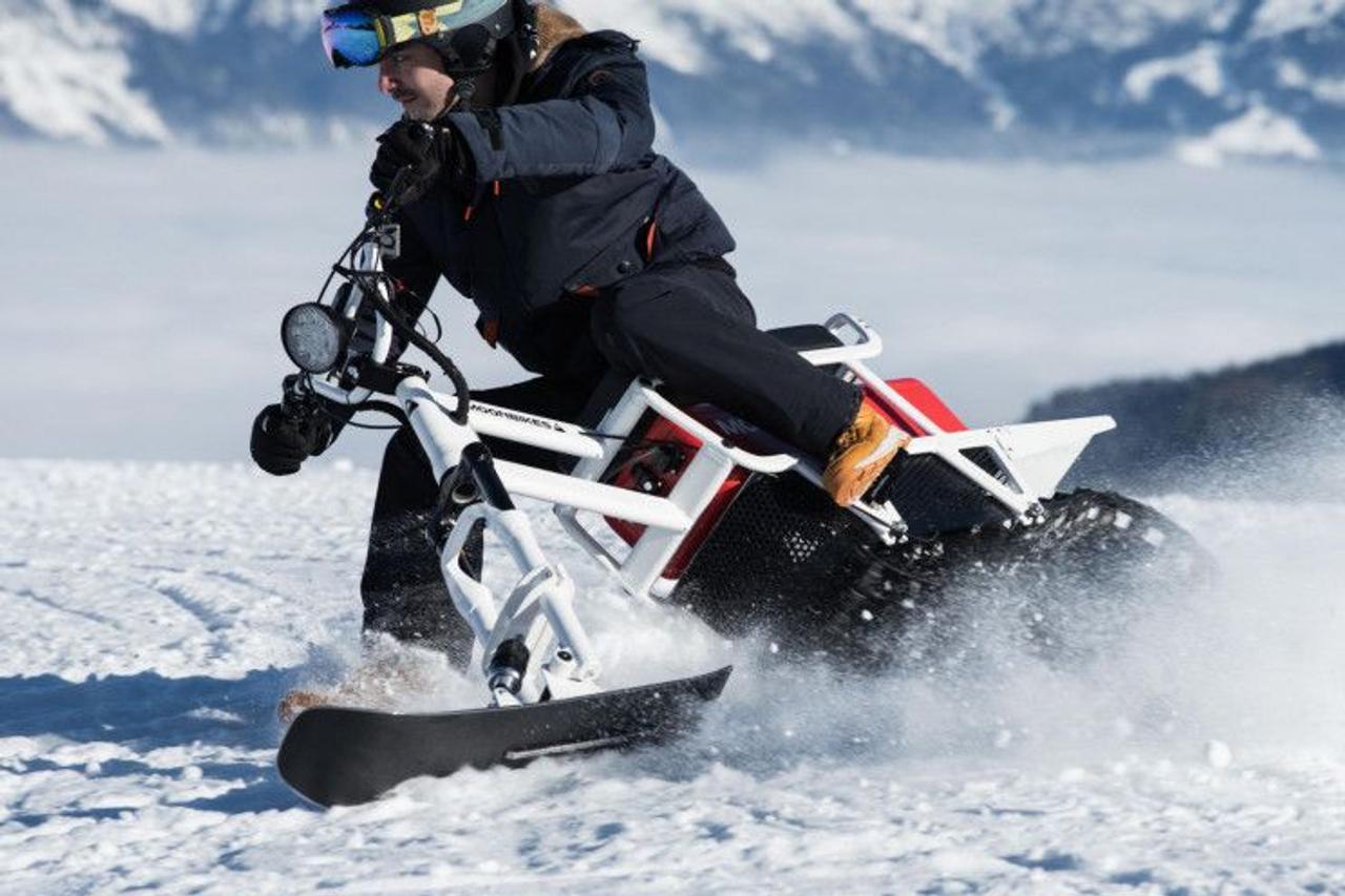 Снеговой мотоцикл Moonbike превзошел обычный снегоход за счет электрической трансмиссии и силовой установки