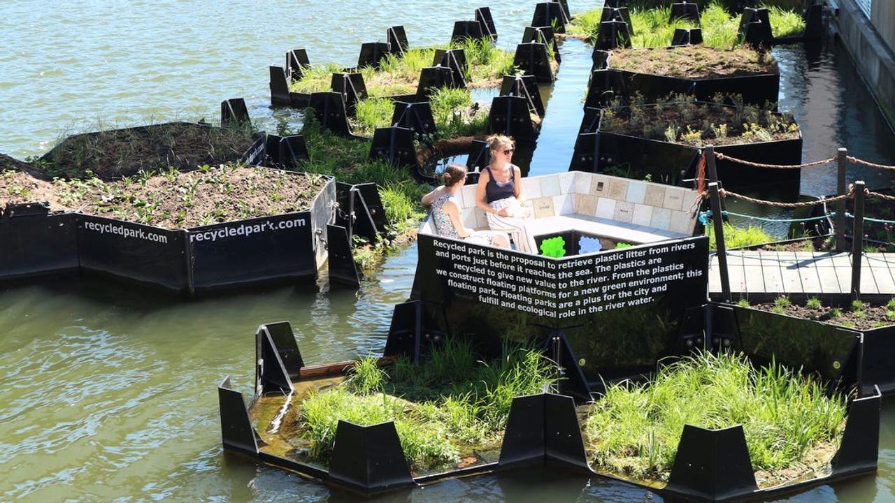 В Голландии из пластиковых отходов создали плавучий остров - парк «Recycled-park»