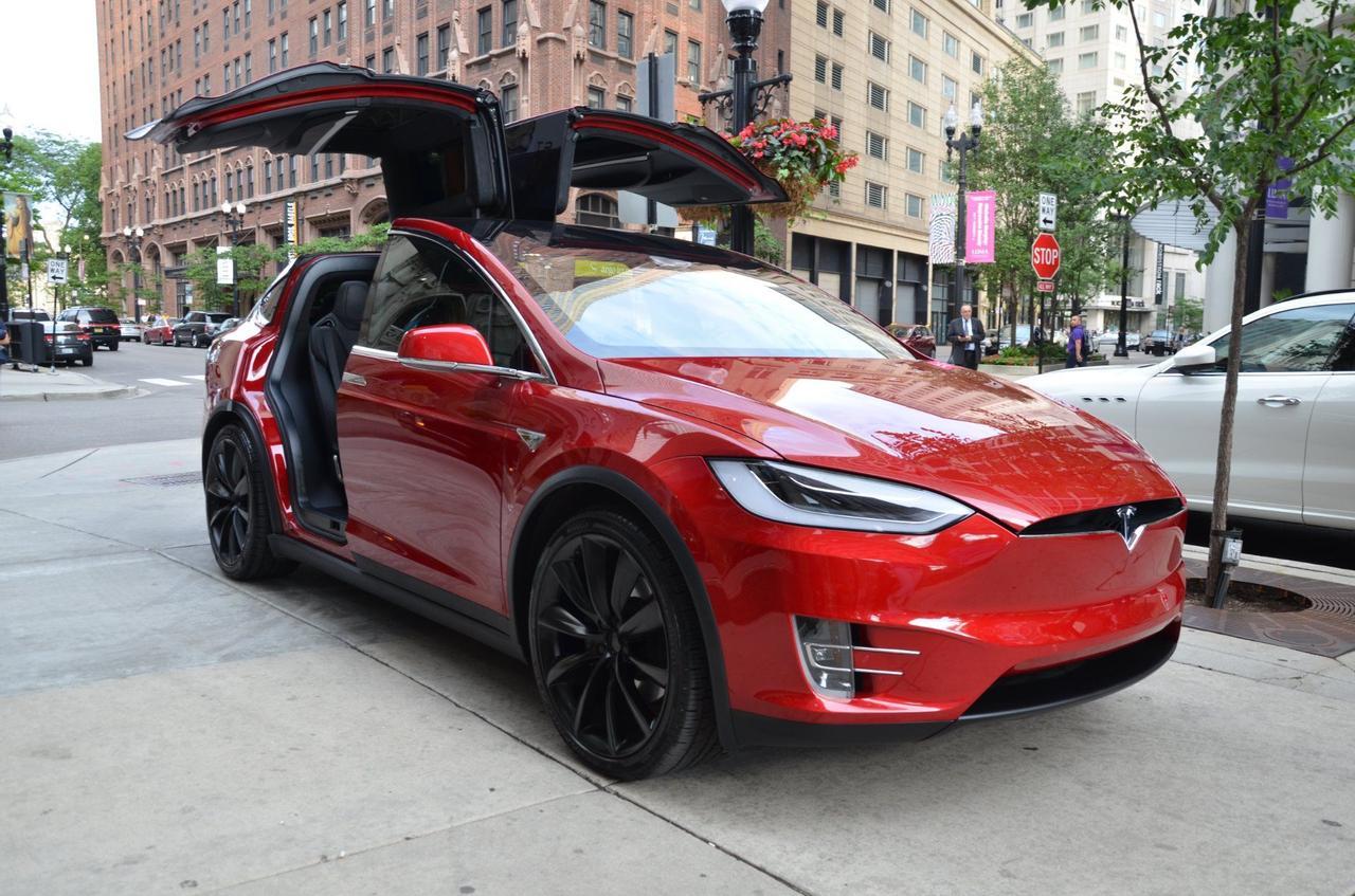 Автомобиль Tesla взломали удаленно, с помощью дрона