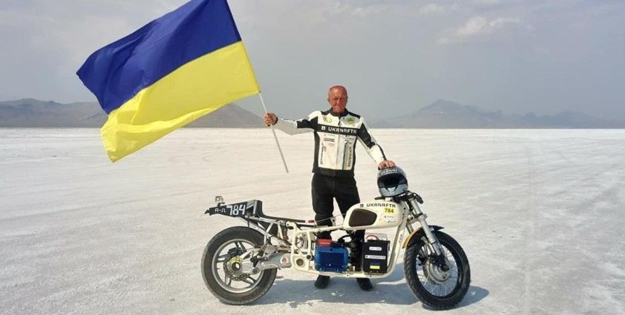 Украинец Сергей Малик на электрическим мотоцикле Dnepr Electric установил мировой рекорд скорости, разогнавшись до 172,61 км/ч