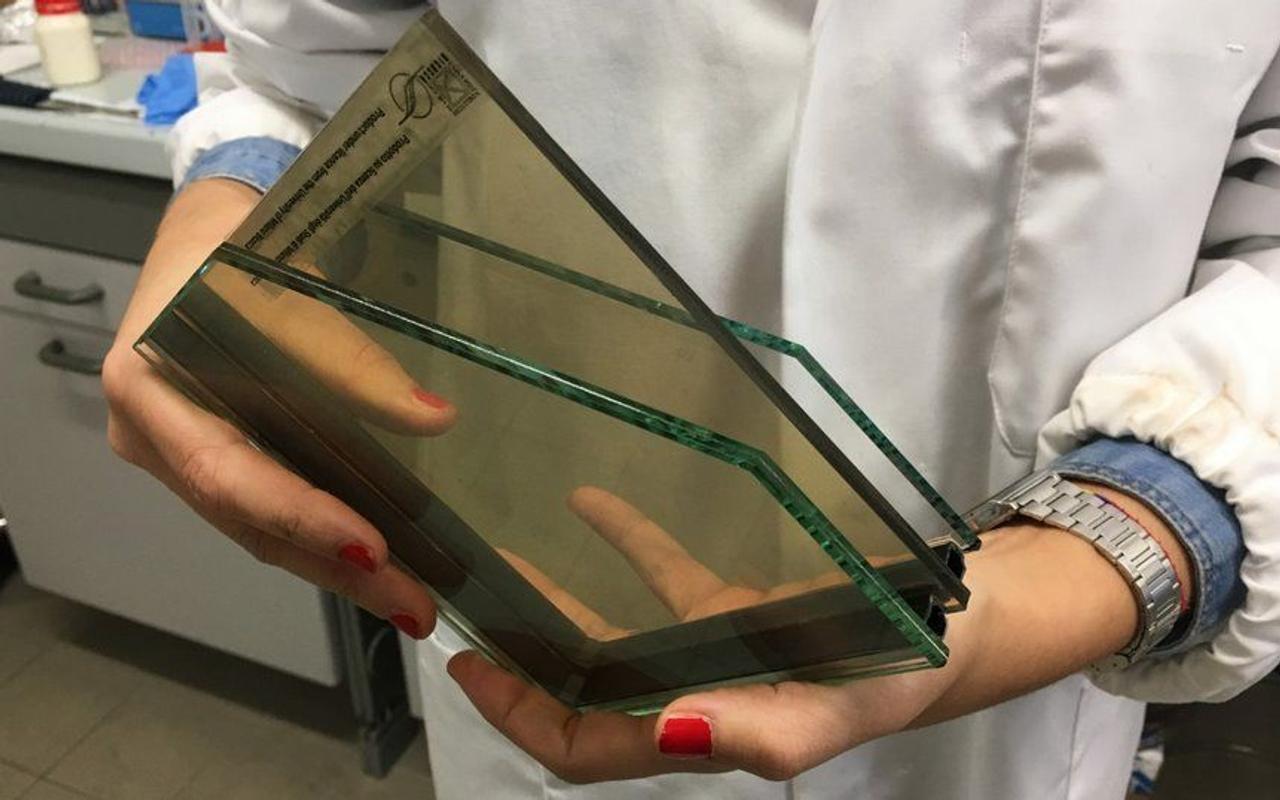 Ученым удалось создать полупрозрачные солнечные элементы на основе золота с рекордной эффективностью 28,3%