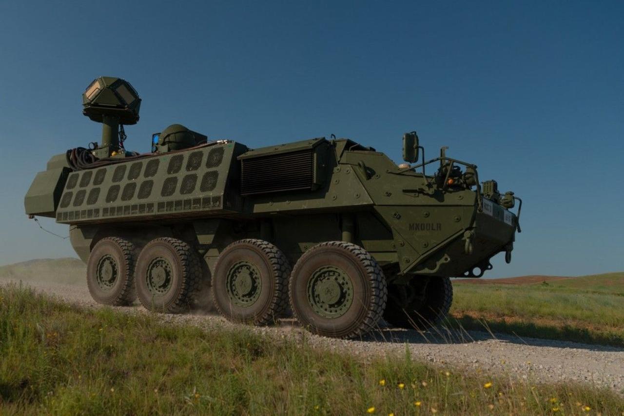 Армия США представила прототип боеспособного лазерного оружия, который был установлен на боевой машине Stryker