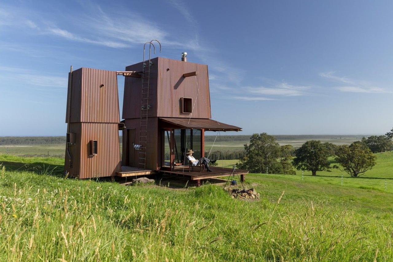 Медный дом, основан на цветочной концепции, открывается, как цветок днем и закрывается на ночь
