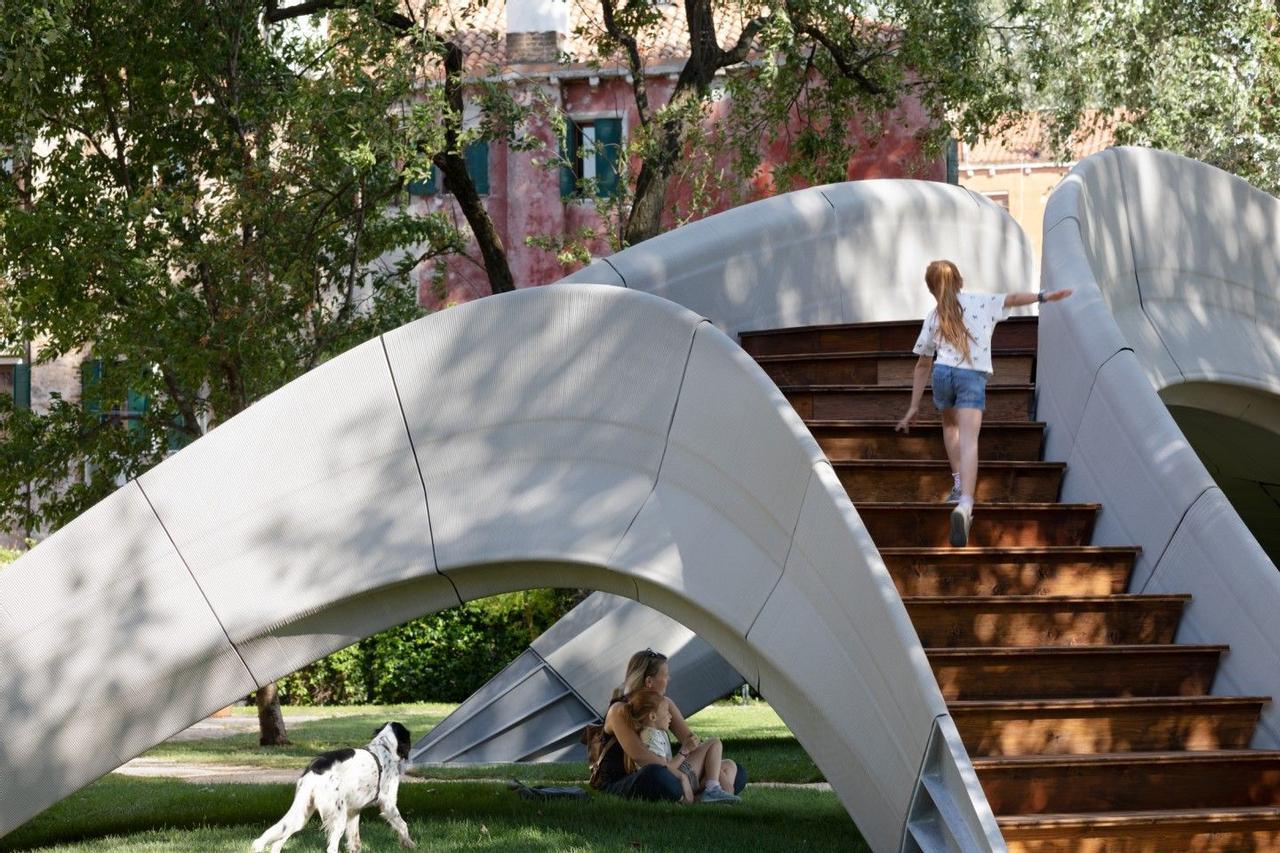 В Венеции представили первый в мире бетонный мост без стального армирования, напечатанный на 3D-принтере