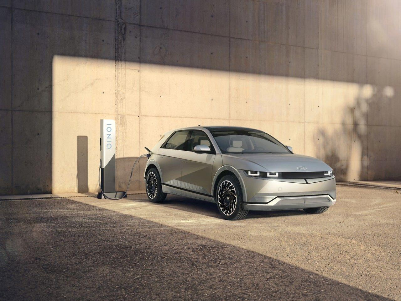 Hyundai официально представил флагманский электромобиль Ioniq 5, со сверхбыстрой зарядкой и запасом хода 475 км