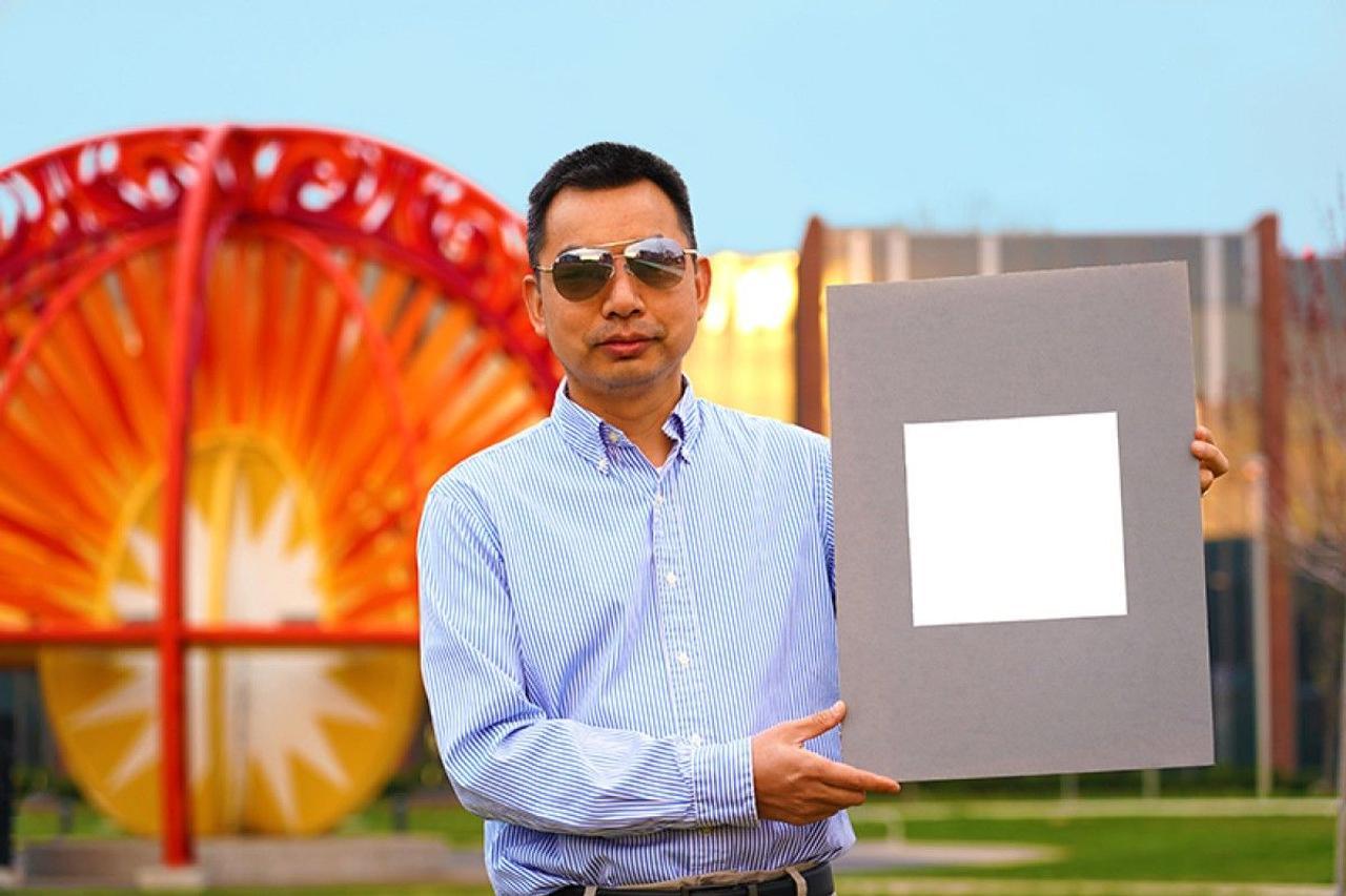 Ультрабелая краска, отражает 98,1% солнечного света, и охлаждает здания как кондиционер