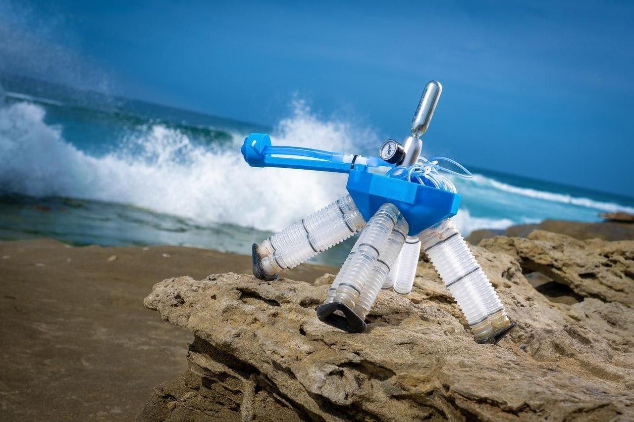 Новый робот приводится в движение сжатым воздухом и передвигается без электроники и источников питания