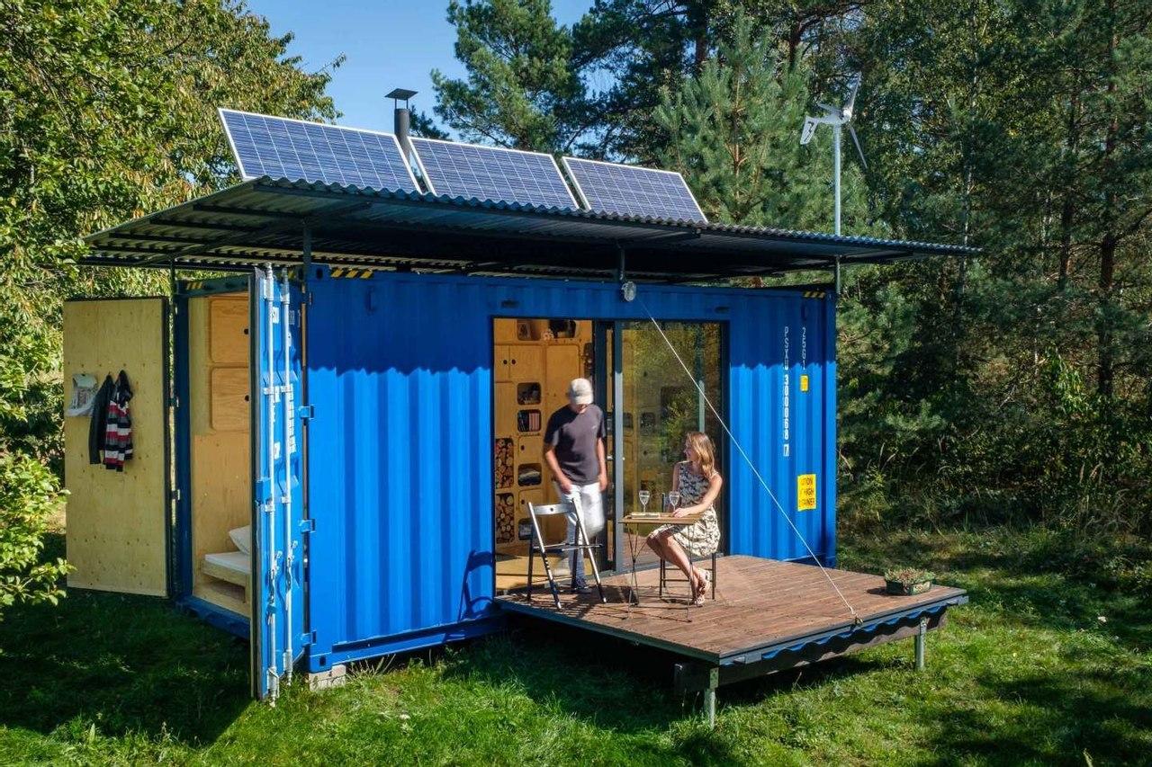 Фирма Pin-Up Houses создала крошечный автономный дом на базе транспортного контейнера